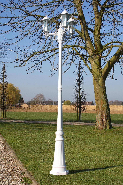 Lampadaire blanc aluminium ext rieur 3 t tes for Lampe pour jardin exterieur